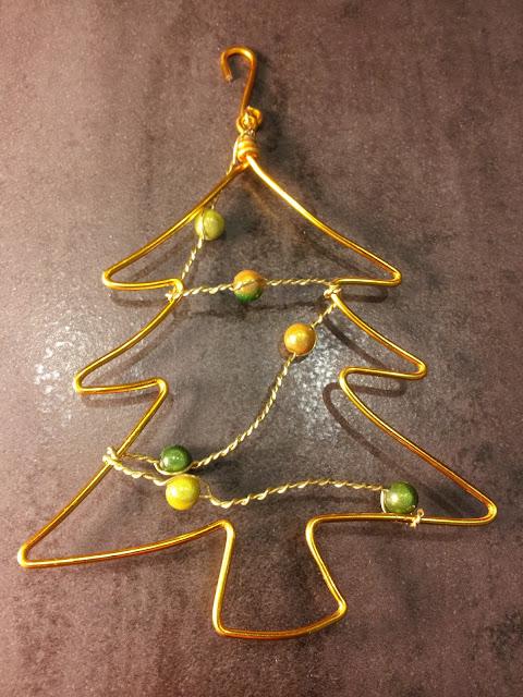 http://www.alittlemarket.com/accessoires-de-maison/fr_decoration_de_noel_sapin_dore_teintes_de_vert_-16581421.html