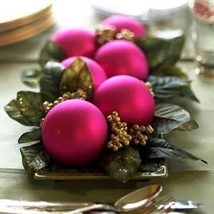 decorar la mesa con bolas de navidad