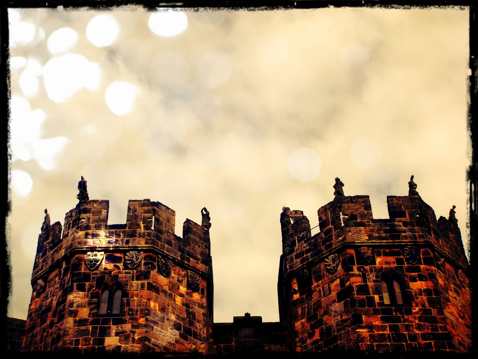 Alnwick Castle - Black Cat Souvenirs