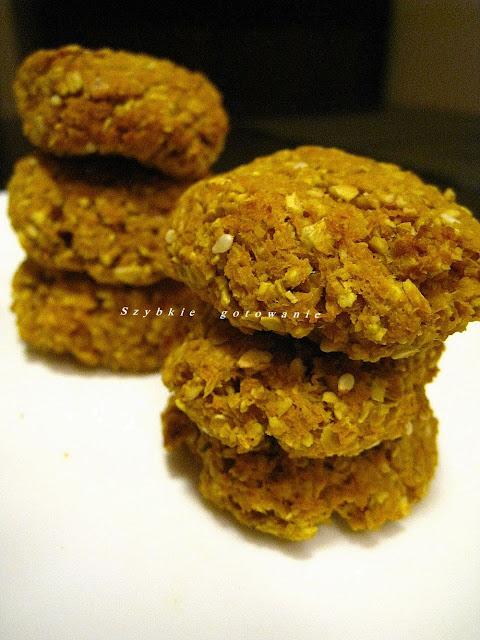 Zdrowe ciasteczka marchwiowo-owsiane z resztek z sokowirówki