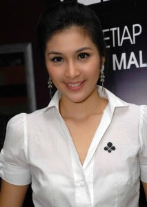 Sandra Dewi-artis cantik.jpg