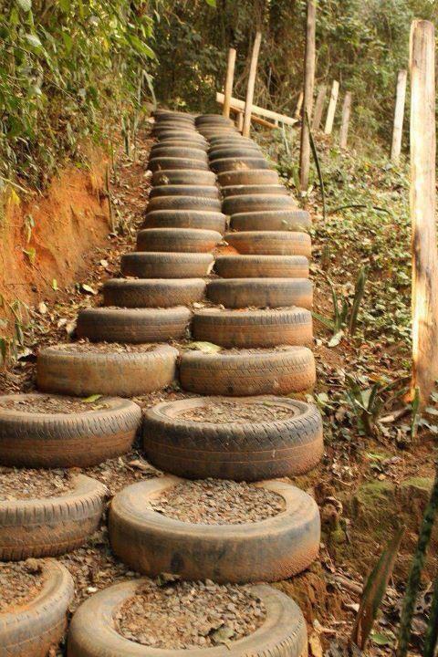 Escada de pneus reciclados