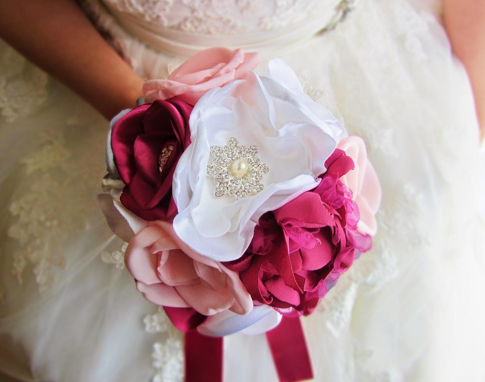 bouquet de noiva em tons de rosa