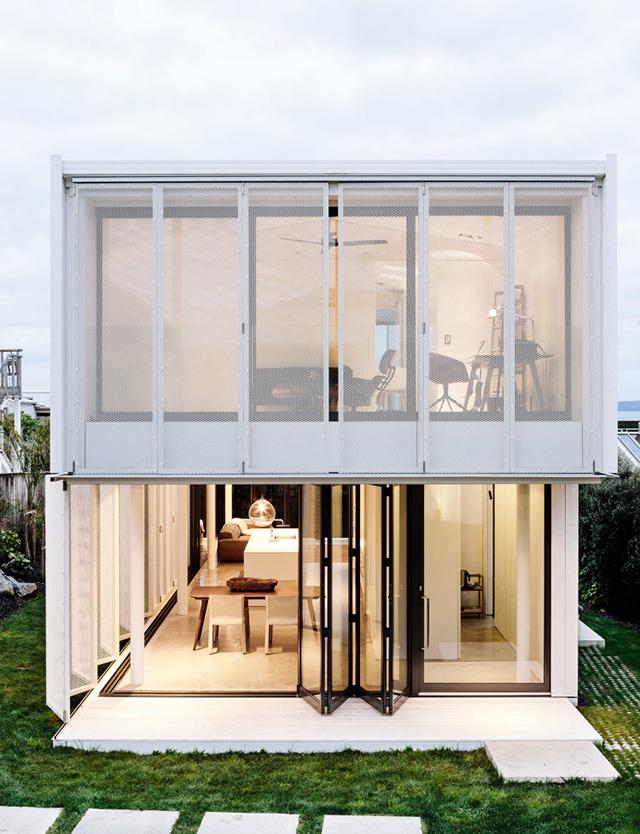 T d c city beach house by fearon hay for Beach house design awards