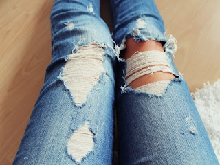 ripped jeans diy handsome powered by copypastelove. Black Bedroom Furniture Sets. Home Design Ideas