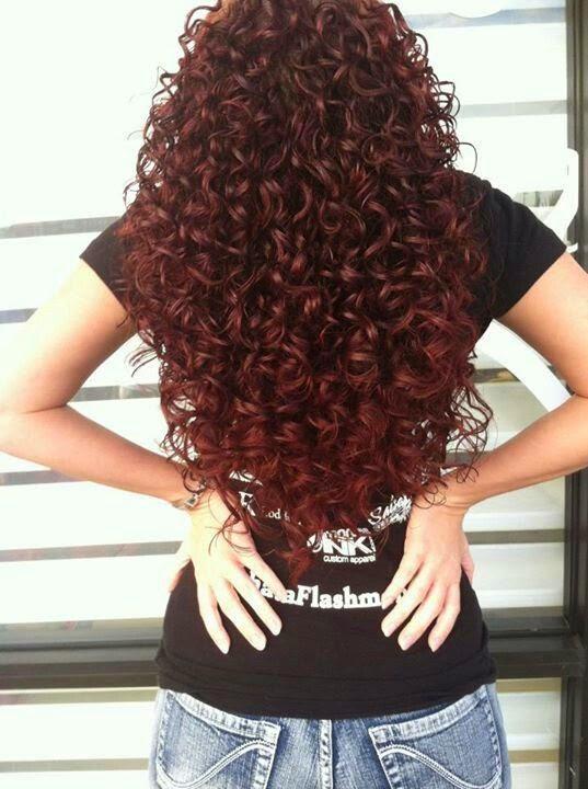 cabelos-cacheados-combinam-vermelho-2