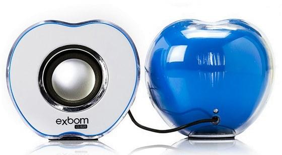 A caixa de som portátil da Exbom tem design diferenciado de uma maçã e oferece entrada USB