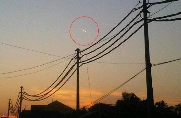 ANALISIS: Obyek Mirip Meteor Lintasi Jakarta & Sekitarnya