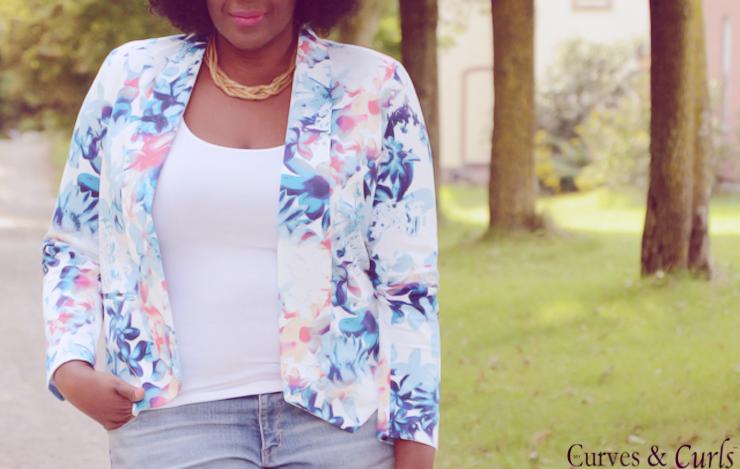 Plus size blogger Canada: floral blazer