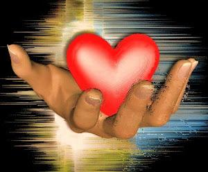 """""""Não coloque o seu coração nas mãos de ninguem. Ele é seu e tem que bater dentro do seu peito!"""