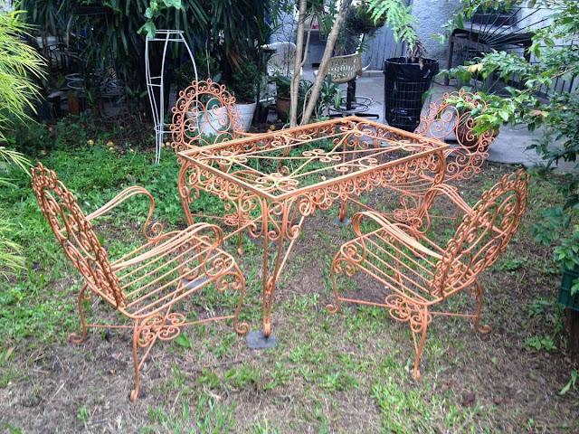 mesa de jardim ferro:Mundo Paralelo: Coisas Antigas O Charme do Retrô