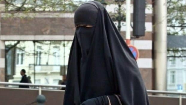 ولاية أمن الرباط تكشف حقيقة المنقبة التي تعتدي على النساء بشفرة الحلاقة