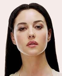 Monica belucci berada di urutan pertama sebagai wanita tercantik di dunia