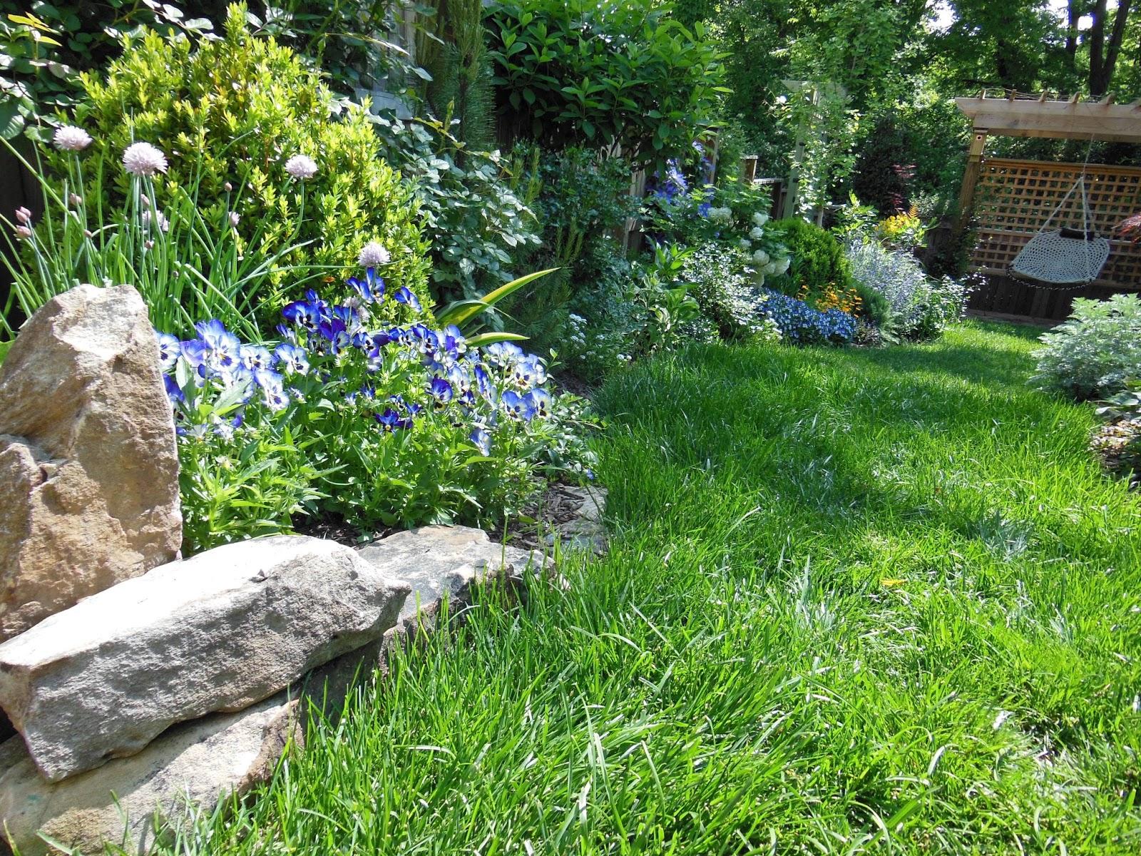 Lavender blue garden design irish cottage garden for Irish garden designs
