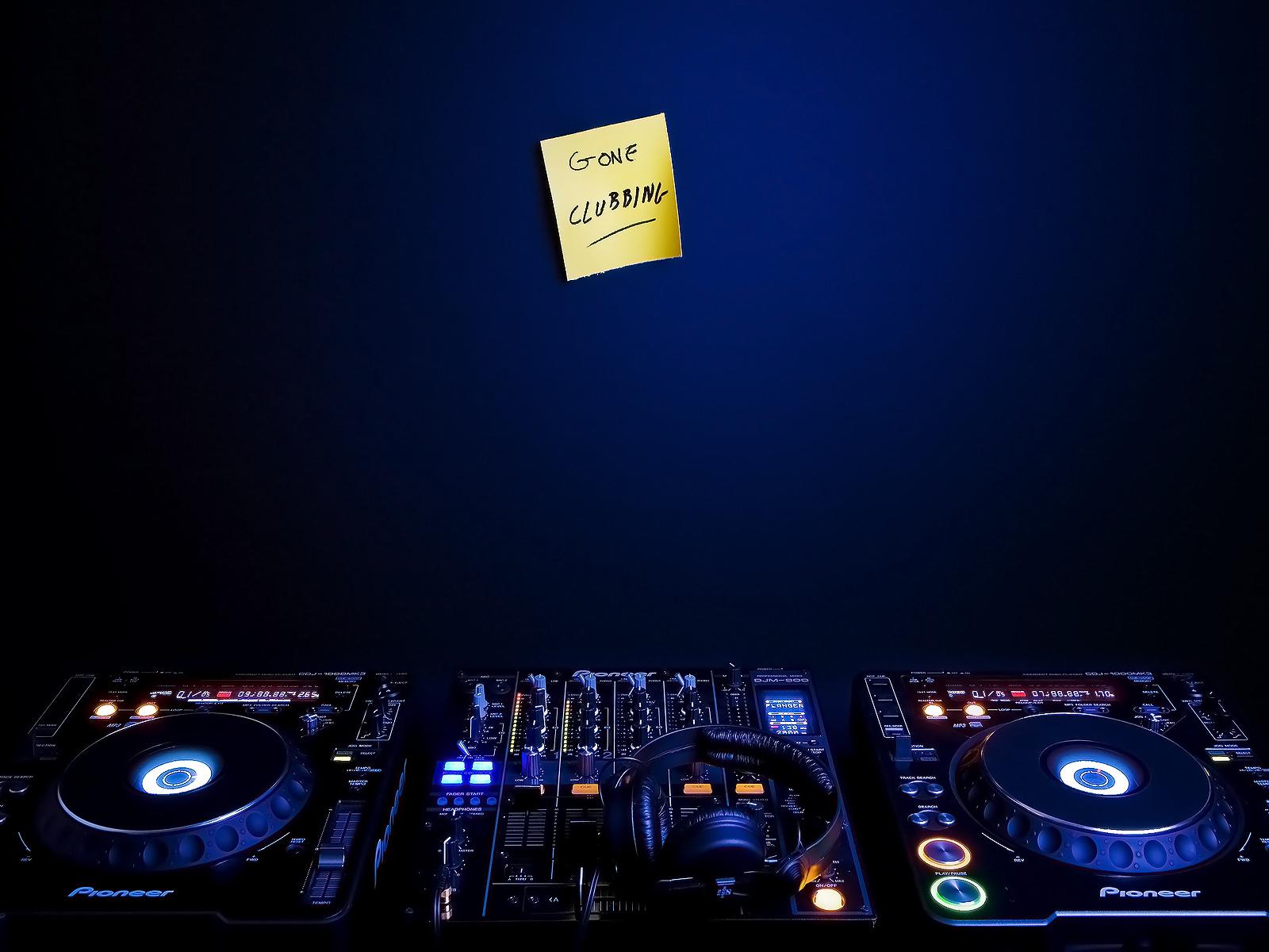http://2.bp.blogspot.com/-IenVuHLSoZg/UFdbG8uSh4I/AAAAAAAACOc/TyjOI5FWT-Q/s1600/DJ+Music+Wallpaper+(3).jpg