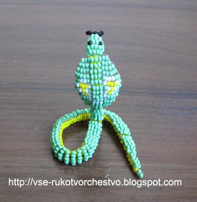 из бисера очковая кобра
