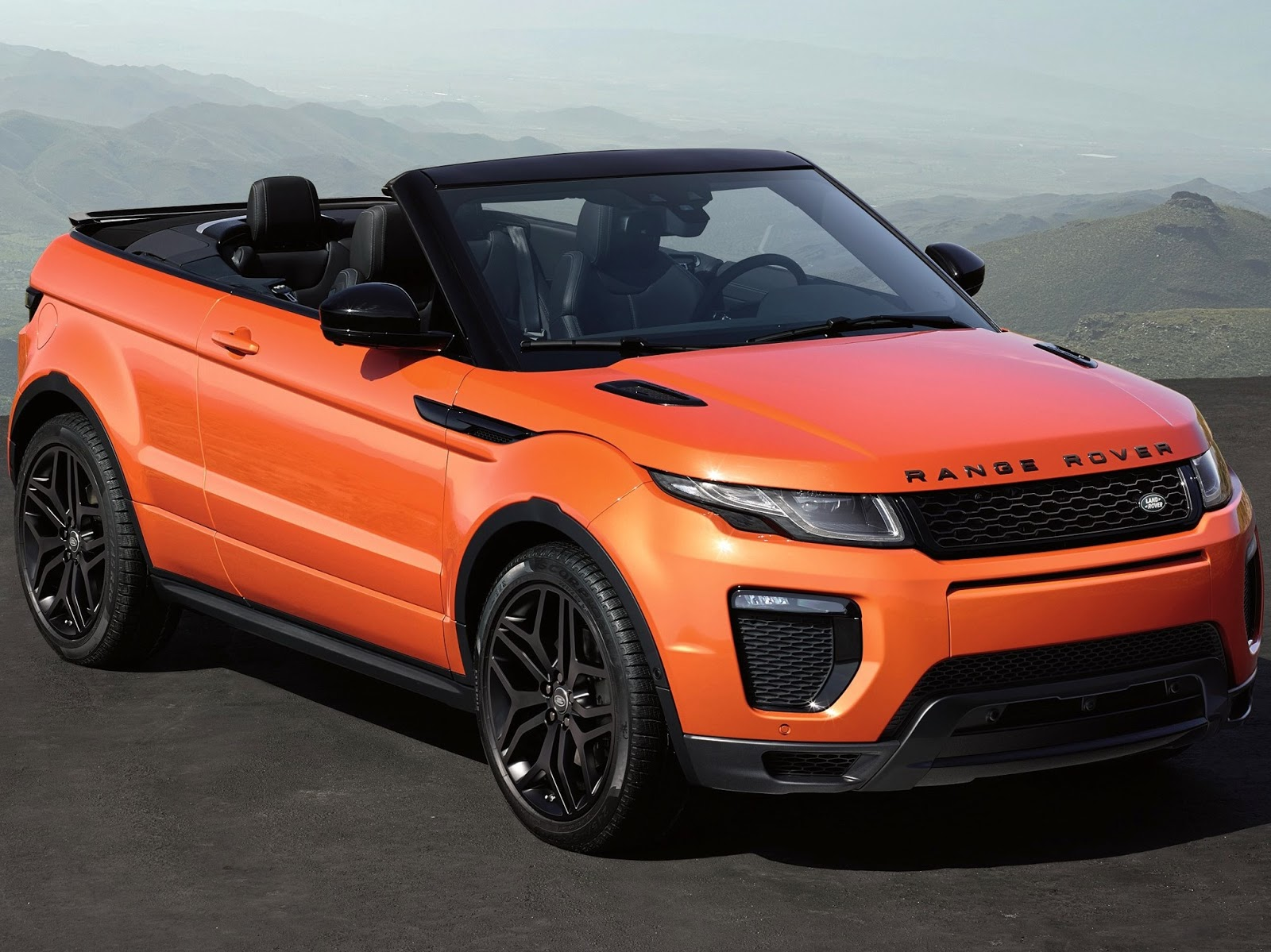 2 land rover range rover evoque convertible a blend of off road abilities and open sky. Black Bedroom Furniture Sets. Home Design Ideas