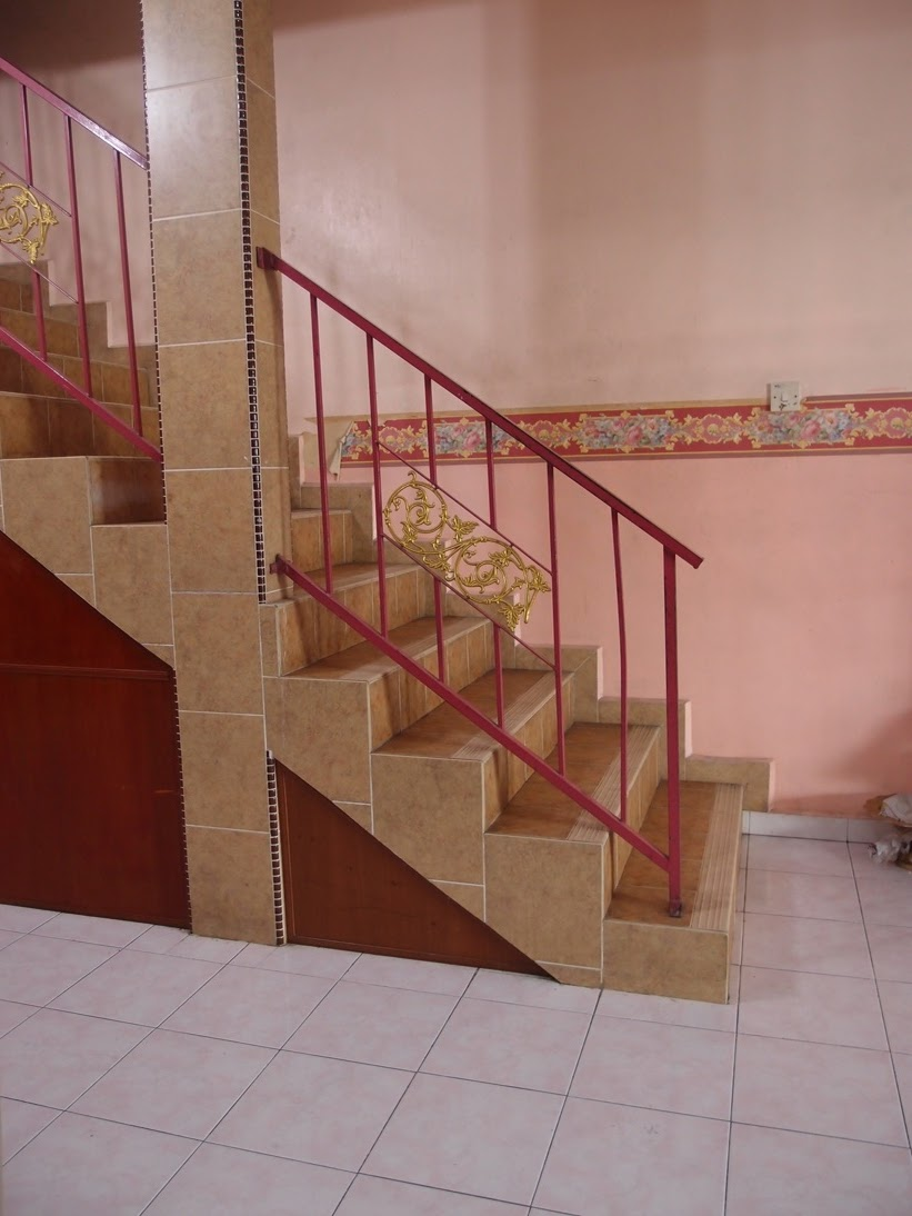 Xing fu remedy for staircase facing main door for Feng shui bedroom door facing stairs