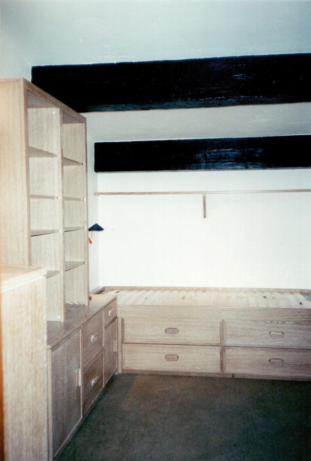 Menuiserie Vanin Chambre se composant d'un lit sommier avec tiroirs inté