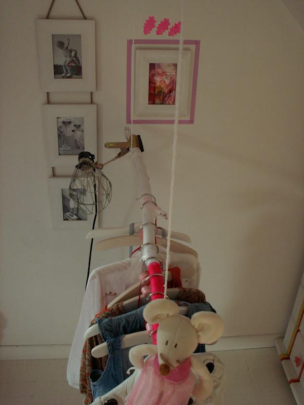 atelier rue verte le blog une penderie fluo pour ma fille diy. Black Bedroom Furniture Sets. Home Design Ideas
