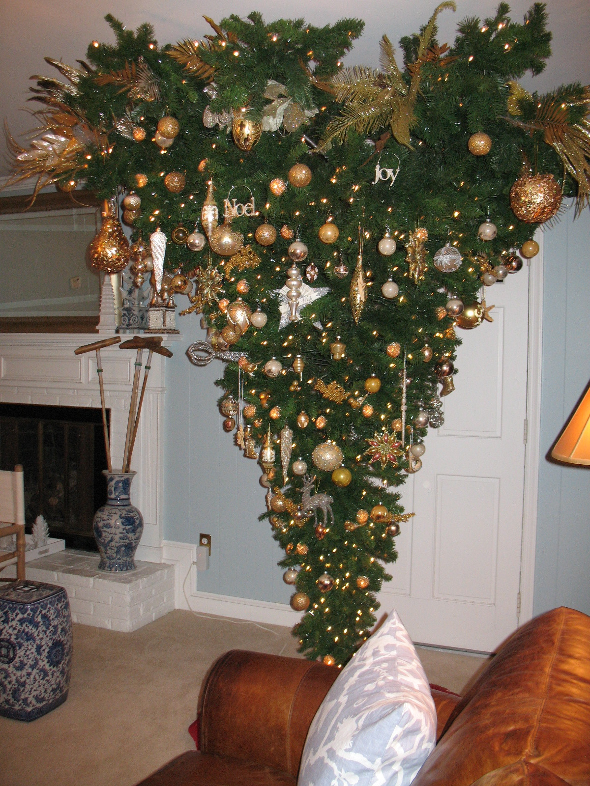 Good Chinoiserie Chic Christmas   My New Upside Down Christmas Tree
