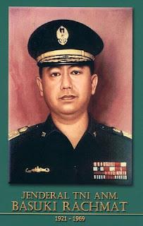 gambar-foto pahlawan nasional indonesia, Jenderal Basuki Rachmad