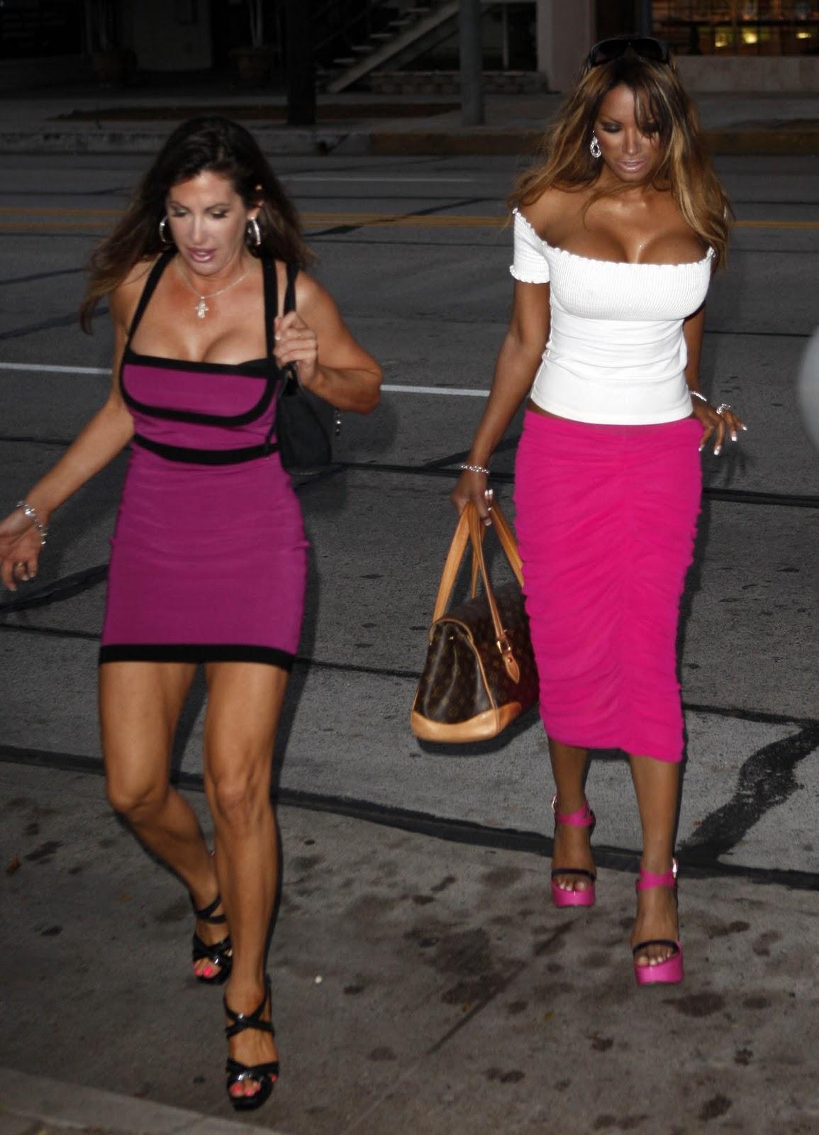 http://2.bp.blogspot.com/-Ify0pEeQ5-U/TVTtzfUrqVI/AAAAAAAABKY/uivcHDl4tbU/s1600/Traci-Bingham-And-Her-Classy-Tits-.jpg