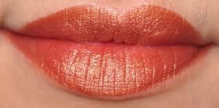 Lipstik Warna Bronze untuk Bibir Gelap Cantik Lebih Natural Segar