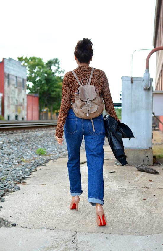girlfriend jeans street style