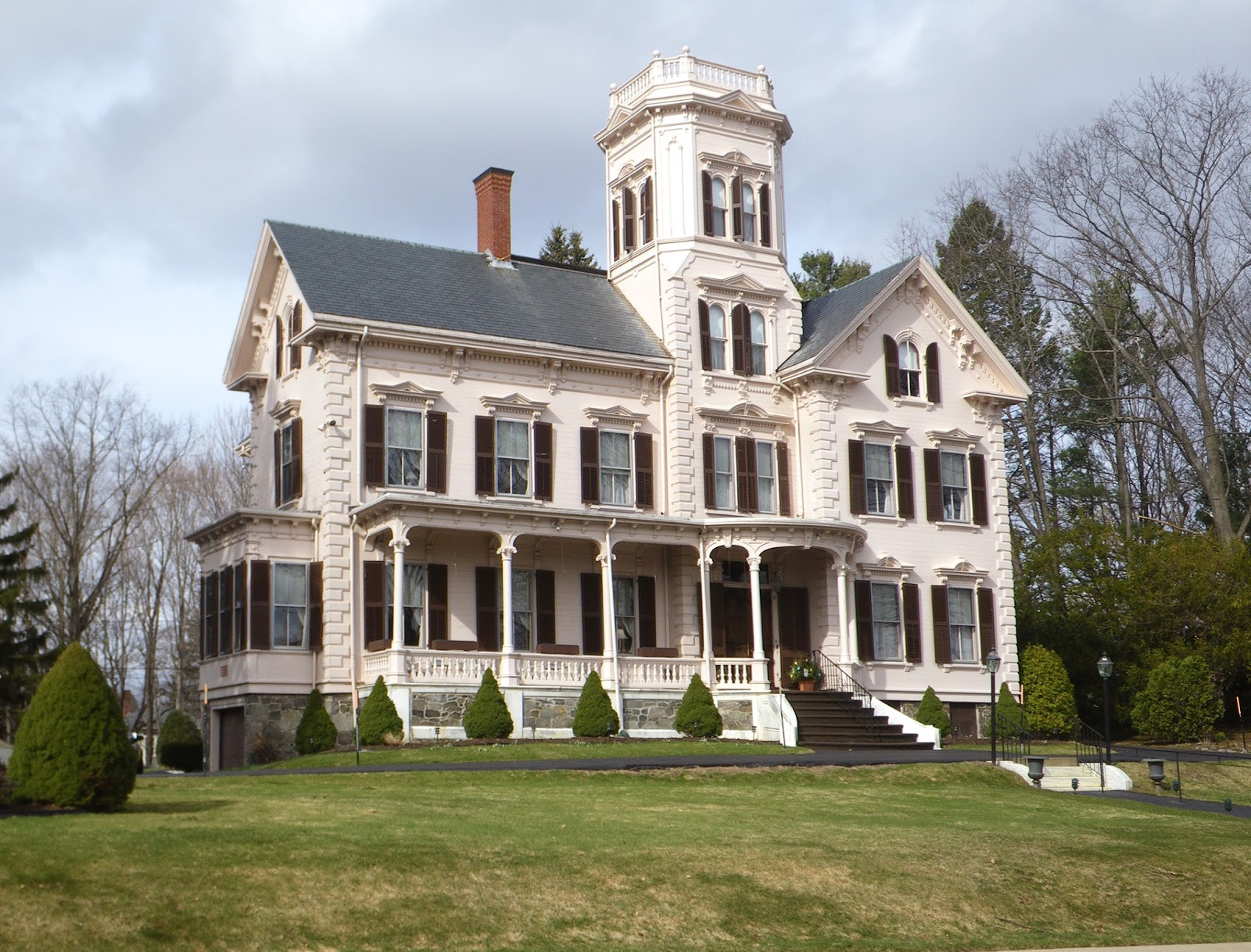 The picturesque style italianate architecture the for Historic style house plans