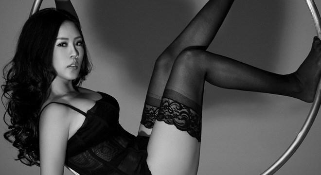 Hoa hậu Thu Hoài gợi cảm trong bộ nội y đen