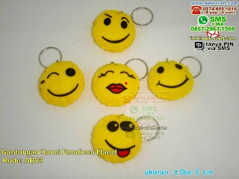 Gantungan Kunci Emoticon Flanel