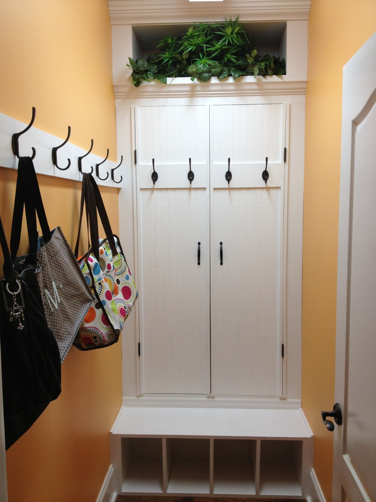 HOMEMADE HIDDEN SHOE STORAGE IN MUD ROOM & THINK MAKE LIVE LOVE: HOMEMADE HIDDEN SHOE STORAGE IN MUD ROOM