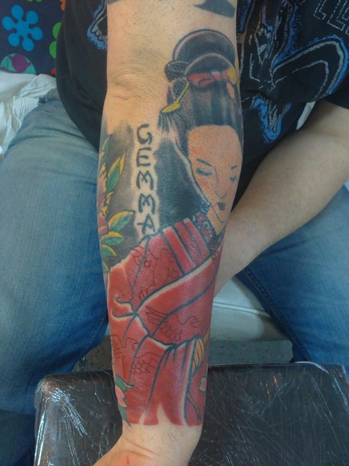 Tutan tattoo studio japanese geisha and flowers tattoo - Tattoos geishas japonesas ...