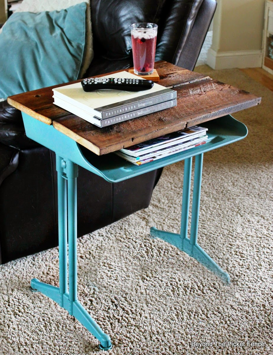 fusion mineral paint, reclaimed wood, barn wood, desk, upcycled, furniture, beyond the picket fence, http://bec4-beyondthepicketfence.blogspot.com/2015/04/project-challenge-furniture-school-desk.html
