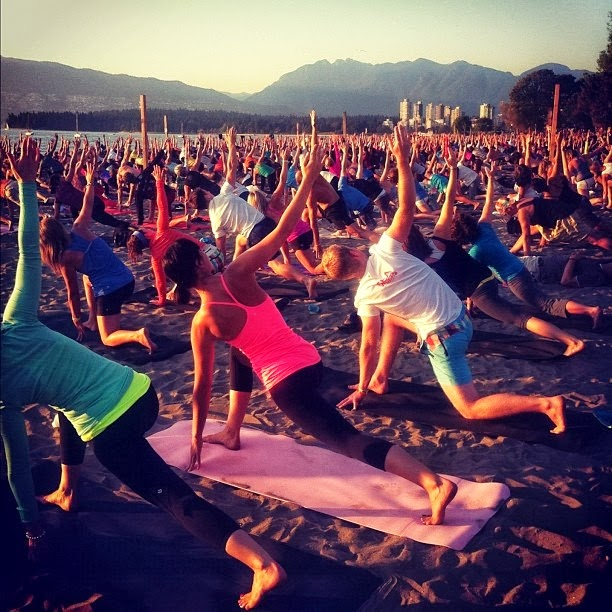 Sunset-beach-yoga