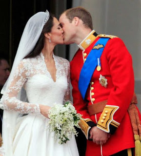 Prince William and his new wife Kate Middleton kiss on the balcony after the wedding.