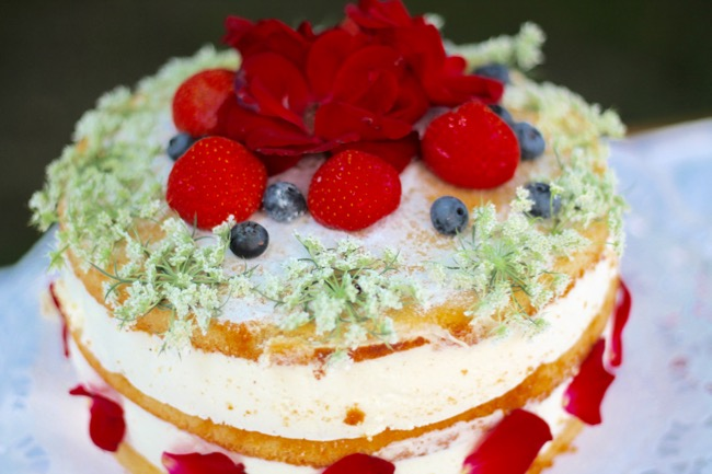lavender star - naked cake - torte mit blumenverzierung - topfentorte - traditionelles oesterreichsiches rezept