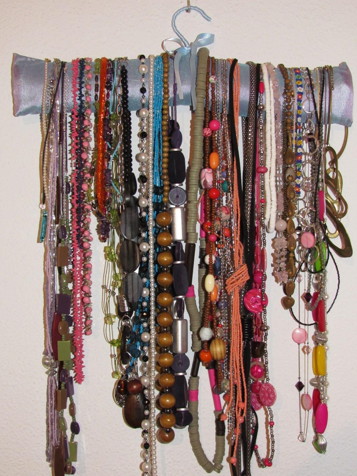 Marujeando con pepita percha personalizada para collares - Como colgar collares ...
