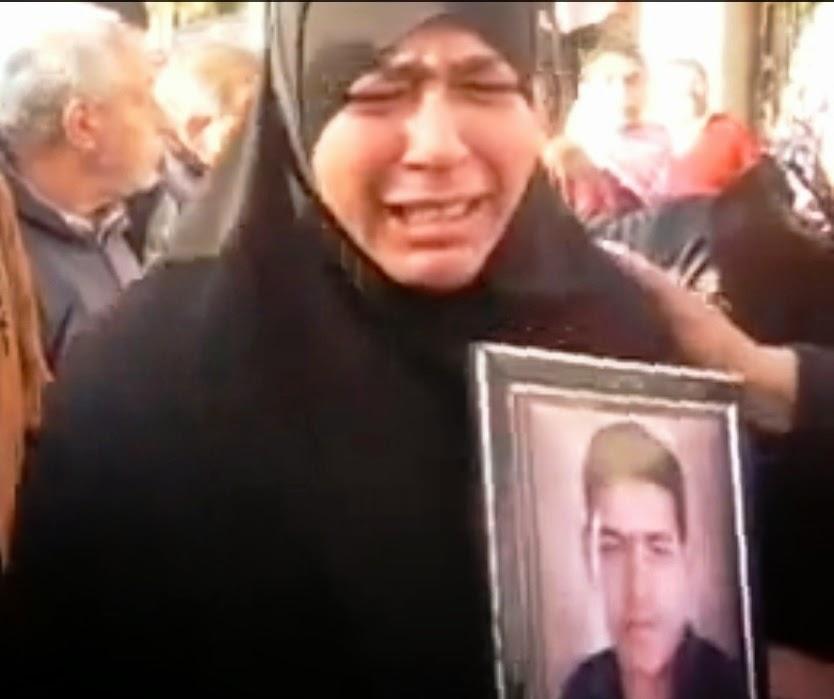 بكاء أم أحد شهداء جمعة الغضب بالإسكندرية