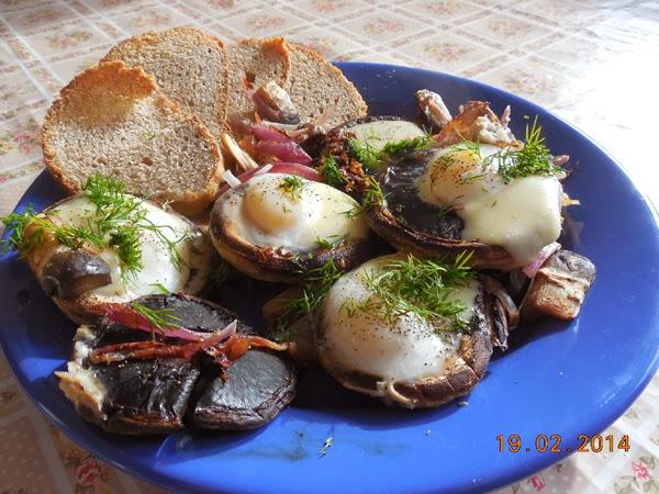 Ciuperci cu oua de prepelita si cascaval