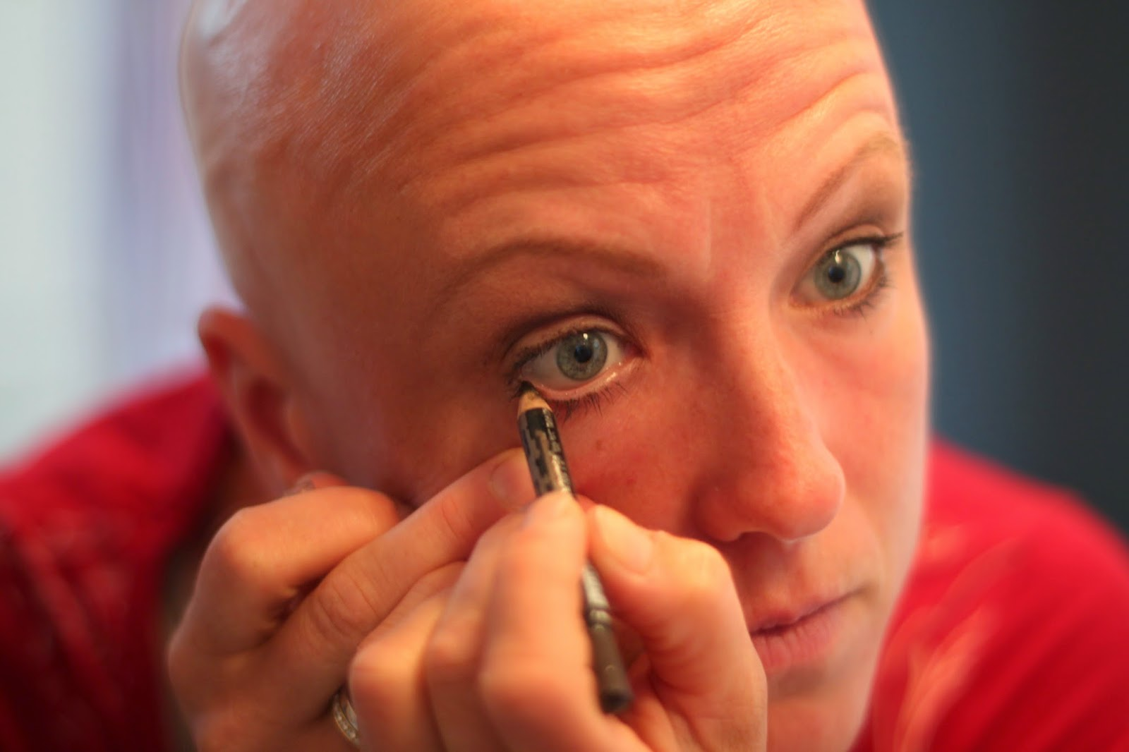 tappar ögonbryn och ögonfransar