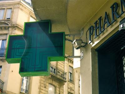 Französische Apotheke: Grünes Kreuz