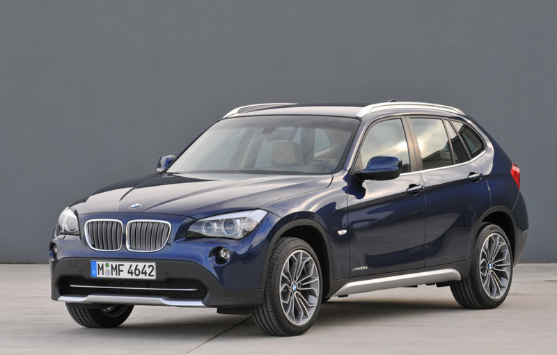 BMW X1 Series Sdrie18i Blue Color Five Doors Open With Automatic Geartransmission Car Photos