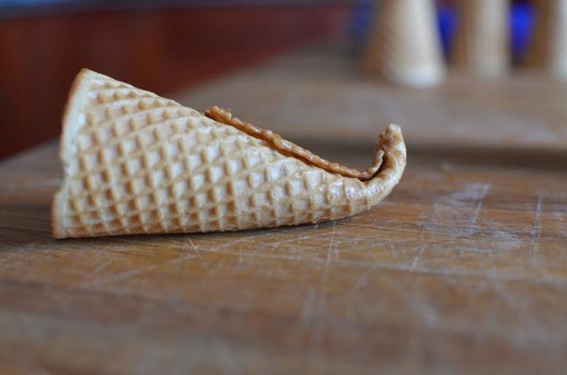The best of 3 Fun Food Thanksgiving Ideas - Pilgrim Hats, Oreo Turkeys, and Sugar Cone Cornucopias #SCRF