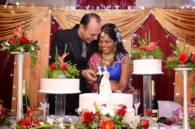 Nikita et didier mariage hindou carte abricot wedding planner l 39 ile - Decoration mariage hindou ...