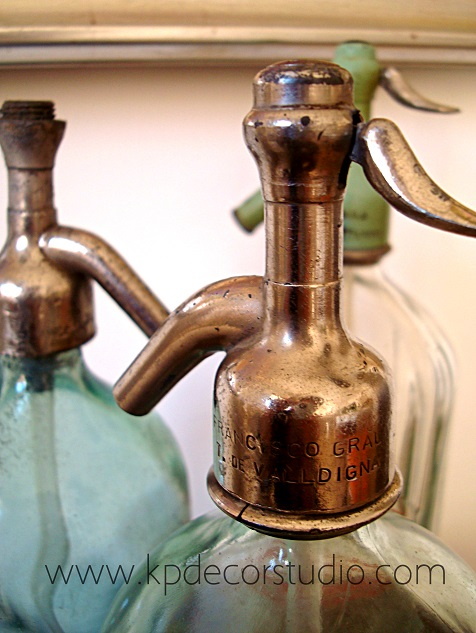 Antigüedades, sifones, botellas, envases, recipientes, antiguos y decorativos. Venta y alquiler de objetos y muebles vintage