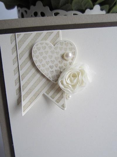 Die Blume war passend dazu in (Stampin`Up!)- Packpapier gewickelt ...