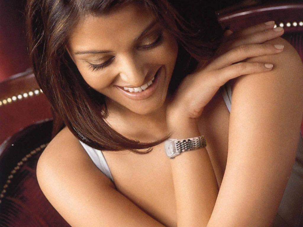 http://2.bp.blogspot.com/-Iie-TMzi2O4/TcRNX3SsSWI/AAAAAAAAAGY/NK8aQh0JCeI/s1600/Aishwarya-Rai-4.jpg