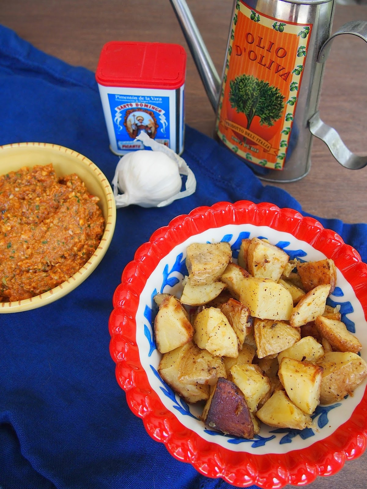 crispy potatoes with spicy roasted red pepper sauce